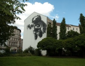Astronaut_Cosmonaut,_Berlin,_Germany_-_Mural_2007-2